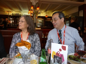 Robin Hobb (et son chicken-and-chips) et Jean-Luc Rivera (et son tartare de boeuf)